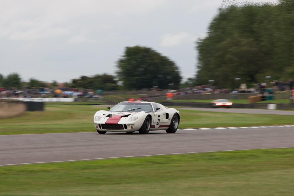 Ford GT40 - Chassis: GT40P/1010 - Entrant: Adrian Newey - Driver: Adrian Newey / Kenny Brack  - 2013 Goodwood Revival