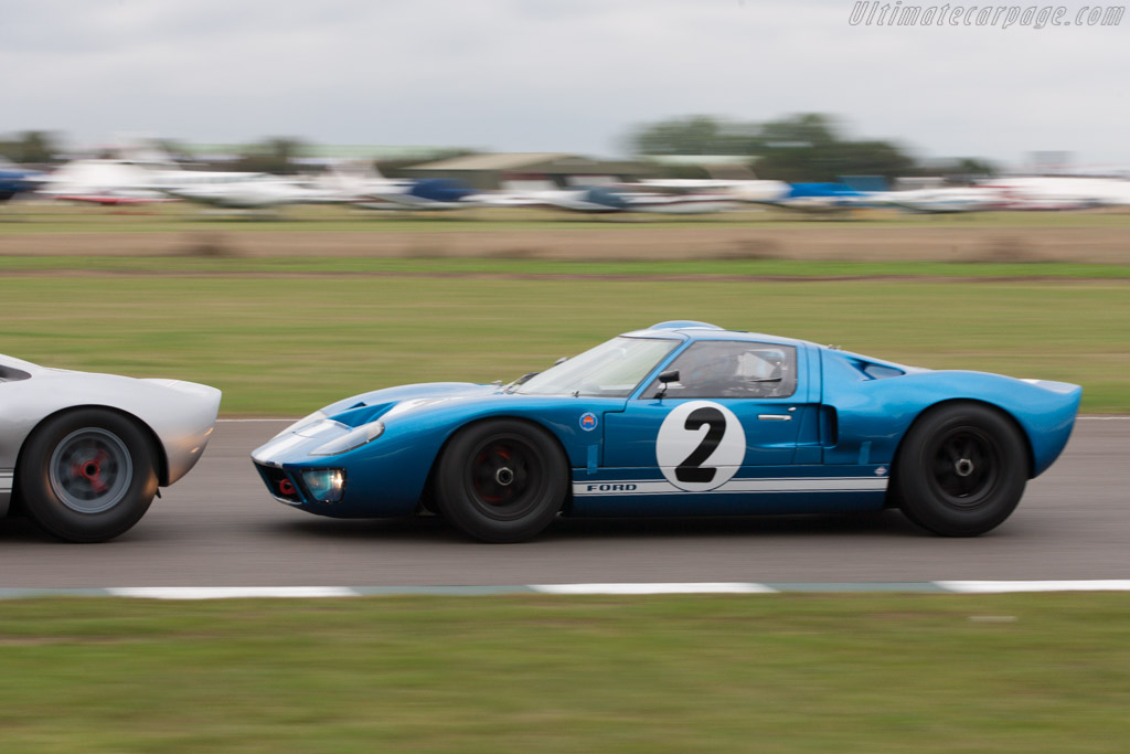Ford GT40 - Chassis: GT40P/1062 - Entrant: Racing Team Holland - Driver: David Hart  - 2013 Goodwood Revival