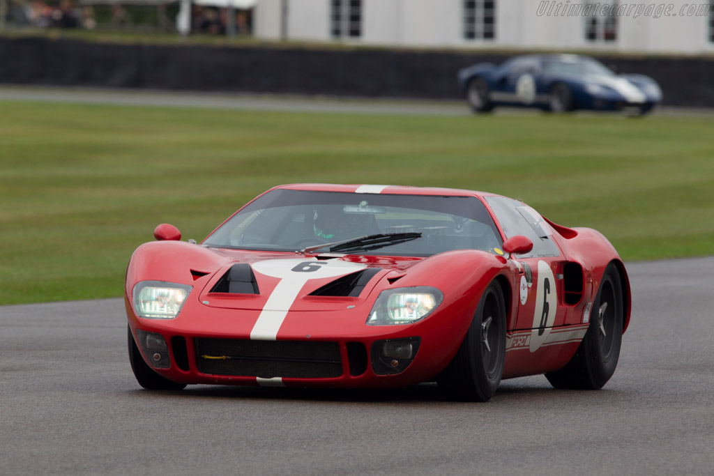 Ford GT40 - Chassis: GT40P/1022 - Entrant: Manuel Ferrao - Driver: Martin Stretton  - 2013 Goodwood Revival