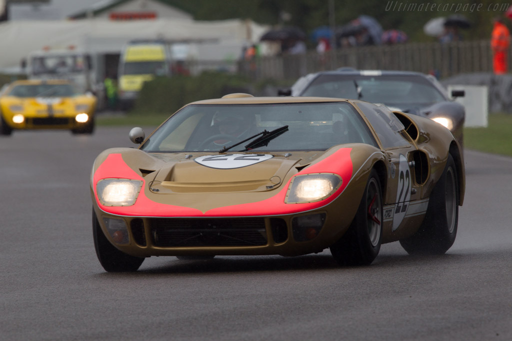 Ford GT40 Mk II - Chassis: GT40P/1016 - Entrant: Claude Nahum - Driver: Bernard Thuner  - 2013 Goodwood Revival