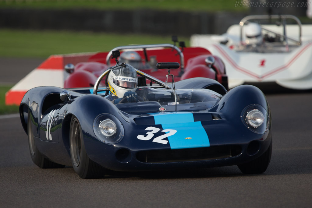Lola T70 Spyder Chevrolet (Chassis SL70/2 - 2014 Goodwood RevivalRace 08: Whitsun Trophy) High Resolution Image