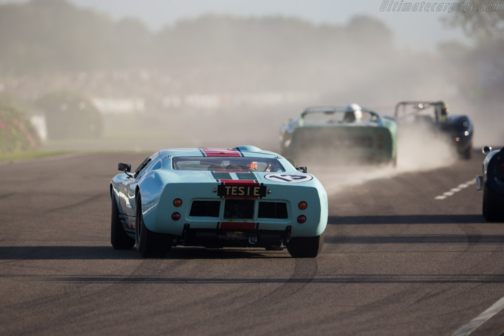 Ford GT40 - Chassis: GT40P/1025 - Driver: Shaun Lynn  - 2015 Goodwood Revival
