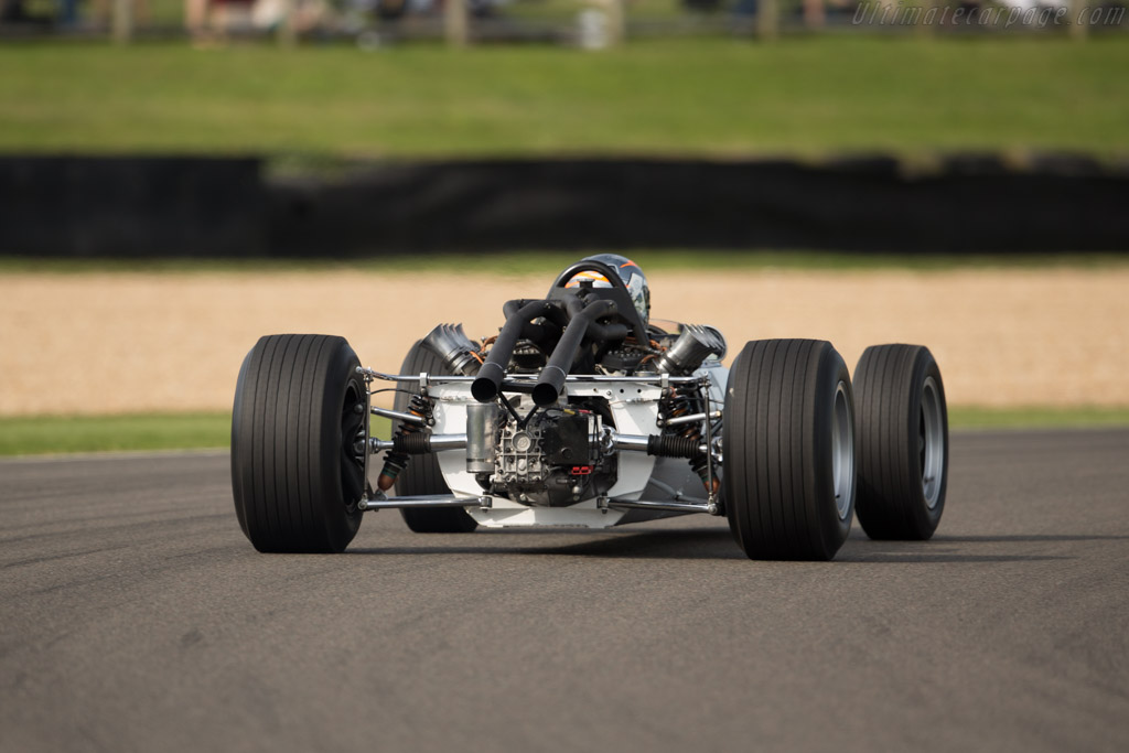 McLaren M2B Ford - Chassis: M2B-1 - Entrant: John Stafford - Driver: Rob Hall  - 2015 Goodwood Revival