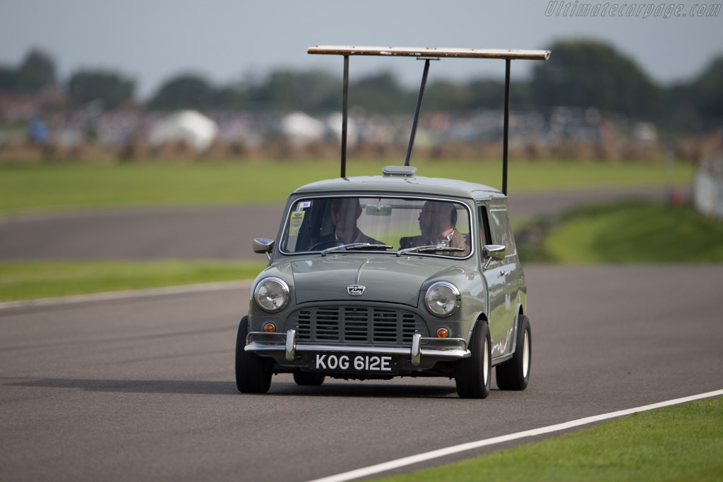 Mini Van  - Entrant: Alex Kinsman  - 2015 Goodwood Revival