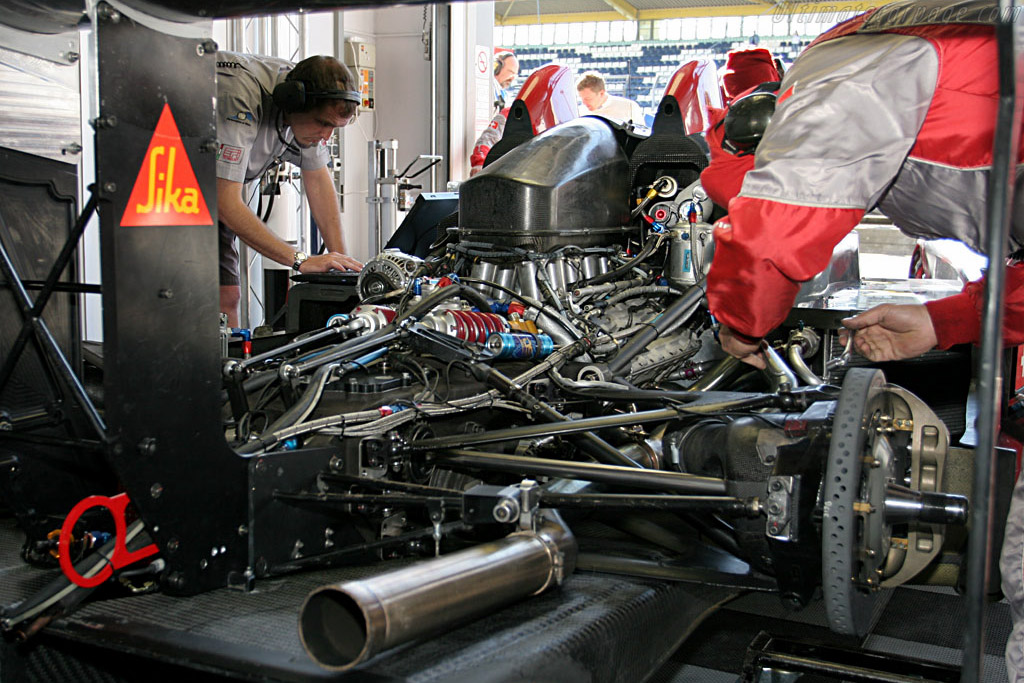 Last minute adjustments - Chassis: LC70-02 - Entrant: Swiss Spirit  - 2006 Le Mans Series Nurburgring 1000 km