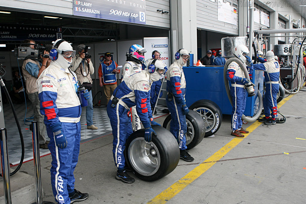 Ready for another quick stop    - 2007 Le Mans Series Nurburgring 1000 km