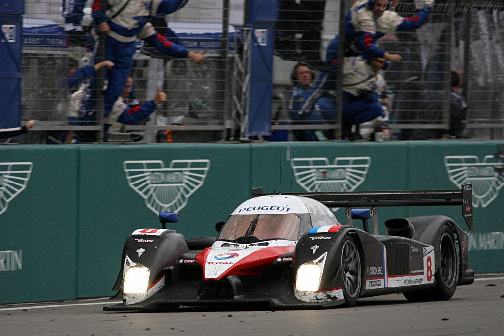 Sarrazin is welcomed by his crew - Chassis: 908-03 - Entrant: Team Peugeot Total  - 2007 Le Mans Series Nurburgring 1000 km