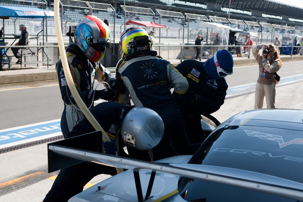 Fuel and a fresh driver - Chassis: 004   - 2009 Le Mans Series Nurburgring 1000 km