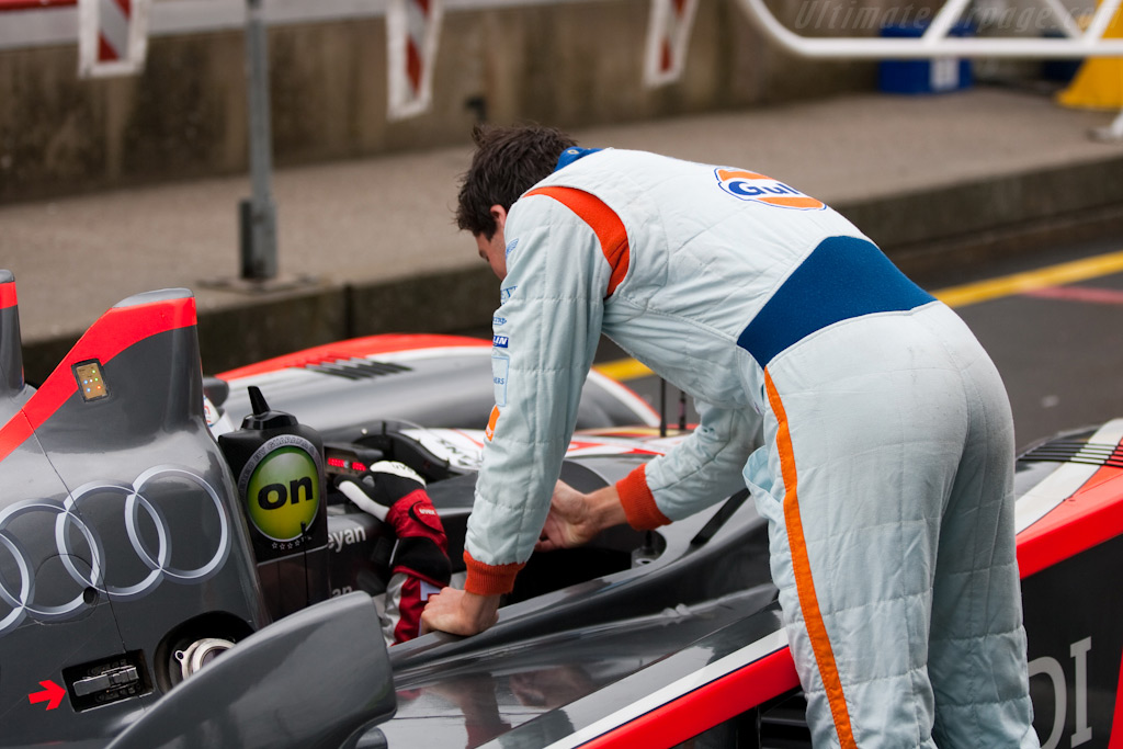 Stuart Hall 'instructs' Andy Meyrick - Chassis: 201   - 2009 Le Mans Series Nurburgring 1000 km