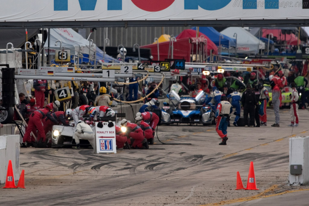 Top three in the pit - Chassis: 101   - 2009 Sebring 12 Hours