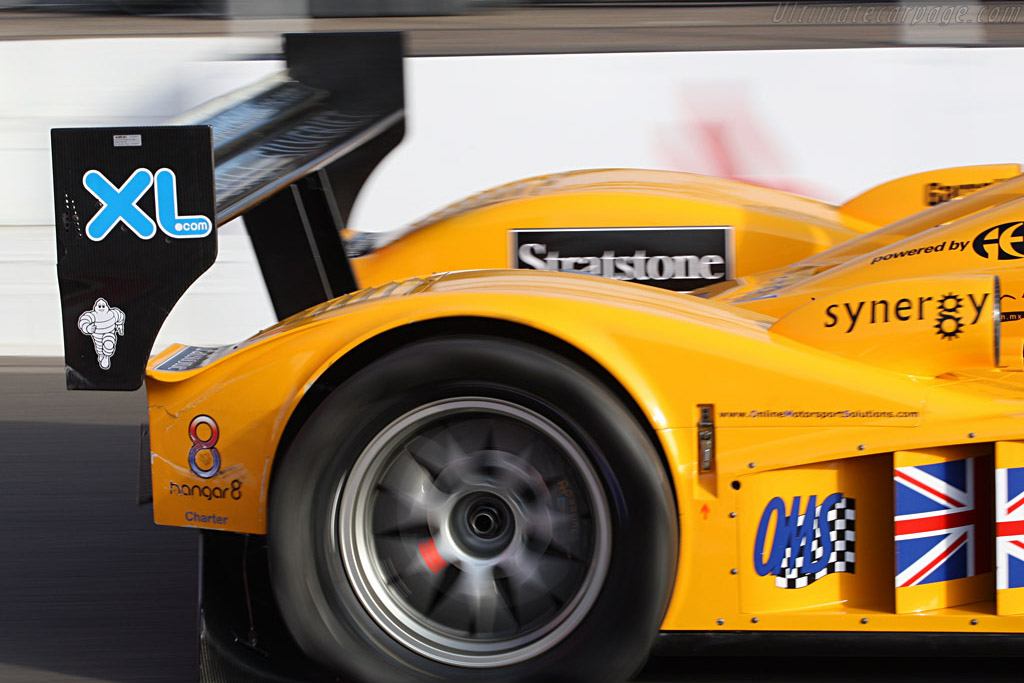 Flat tire for Chamberlain Lola - Chassis: B0610-HU07 - Entrant: Chamberlain Synergy  - 2007 Le Mans Series Silverstone 1000 km
