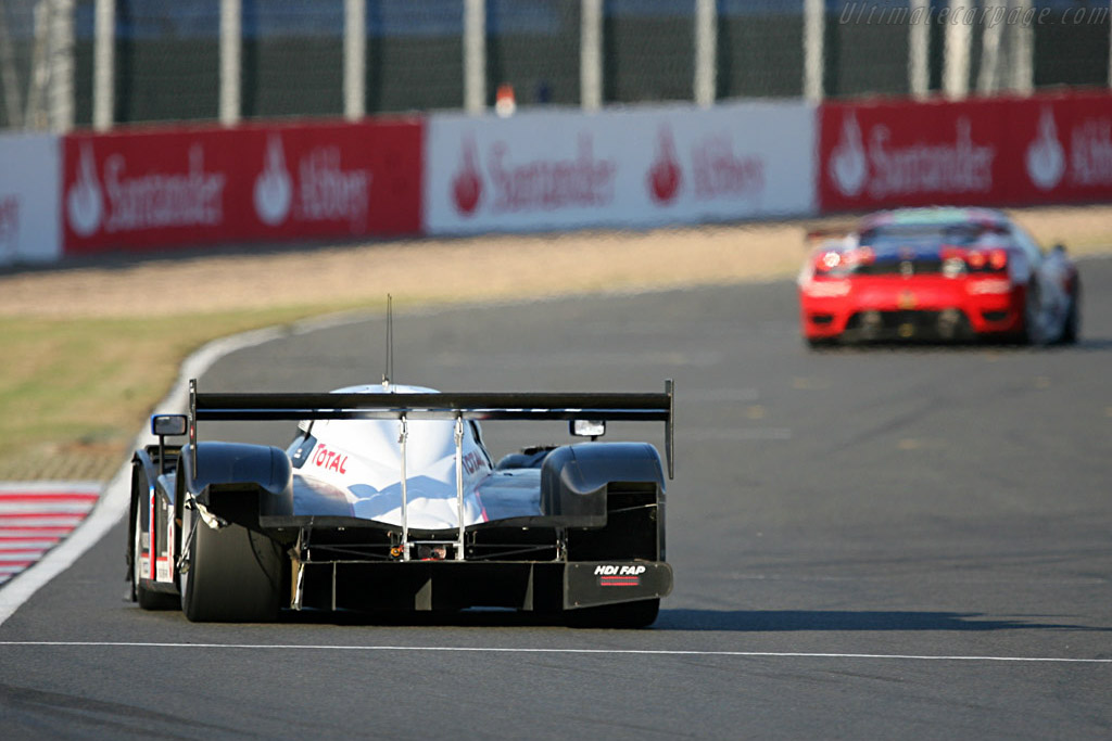 Note the fatal missing bodywork for #8 - Chassis: 908-03 - Entrant: Team Peugeot Total  - 2007 Le Mans Series Silverstone 1000 km
