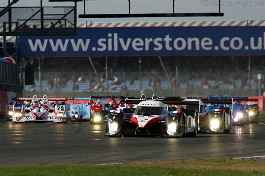 Off they go - Chassis: 908-02 - Entrant: Team Peugeot Total  - 2007 Le Mans Series Silverstone 1000 km