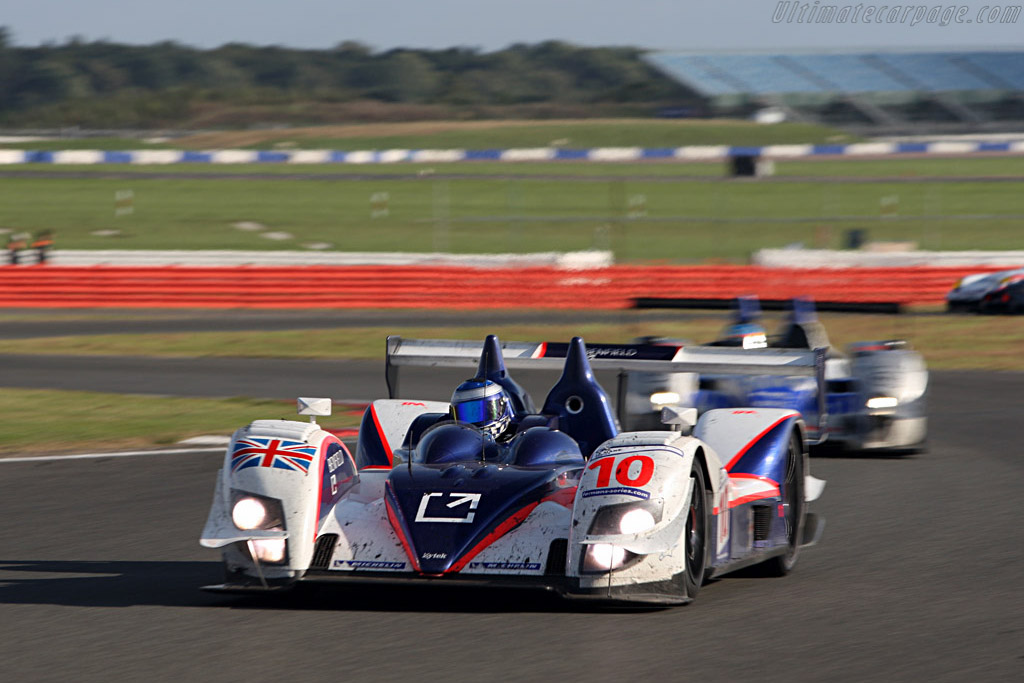 P1 07S overshadowed by the P2 Zyteks - Chassis: 07S-02 - Entrant: Arena Motorsport  - 2007 Le Mans Series Silverstone 1000 km