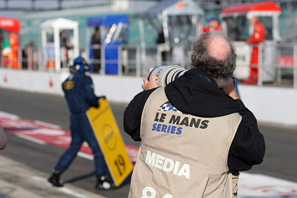 Paparazzi in action    - 2007 Le Mans Series Silverstone 1000 km