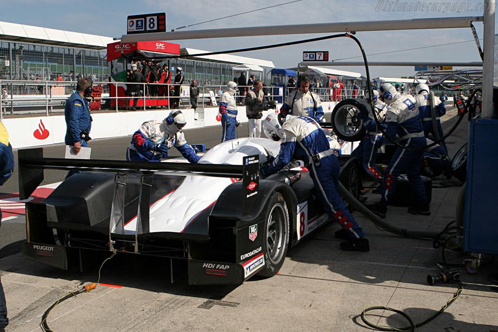 Peugeot traffic jam - Chassis: 908-03 - Entrant: Team Peugeot Total  - 2007 Le Mans Series Silverstone 1000 km