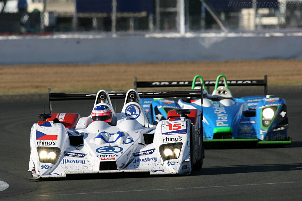 The Mucke and Collard fight - Chassis: B0610-HU03 - Entrant: Charouz Racing System  - 2007 Le Mans Series Silverstone 1000 km