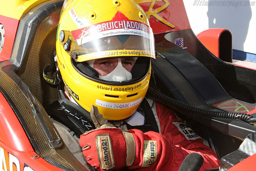 Thumbs up from Stuart Mosely    - 2007 Le Mans Series Silverstone 1000 km