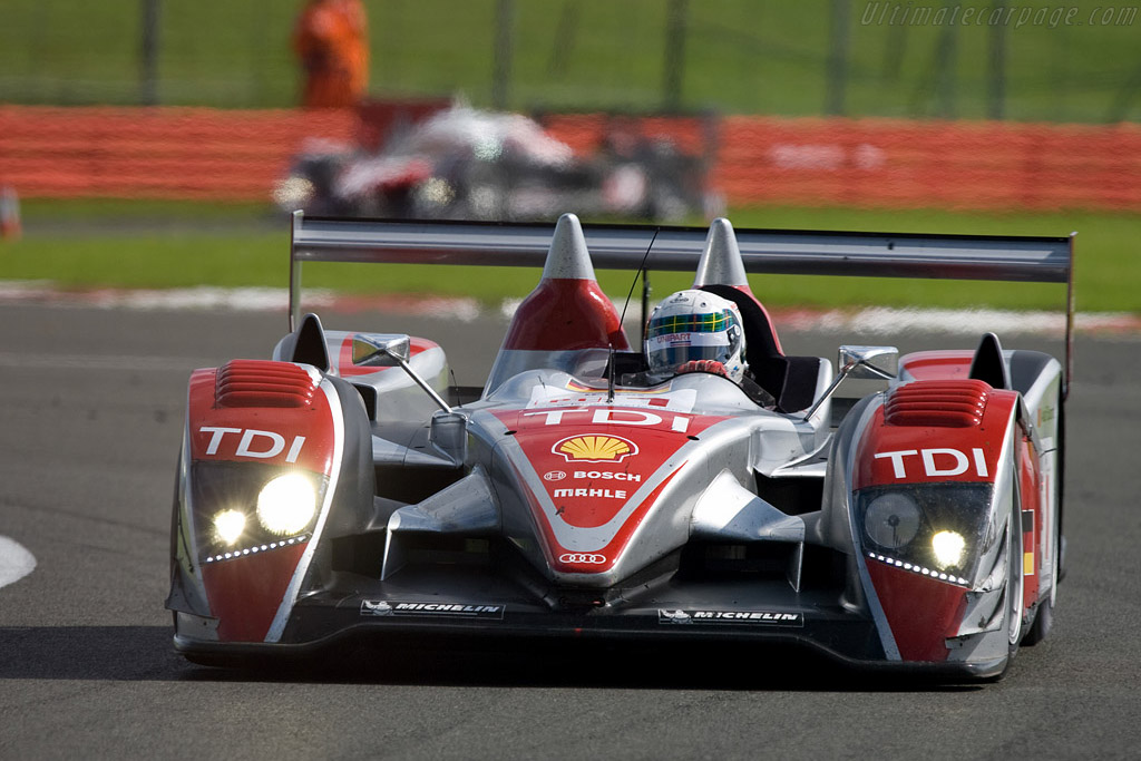 McNish ahead of Minassian - Chassis: 201   - 2008 Le Mans Series Silverstone 1000 km
