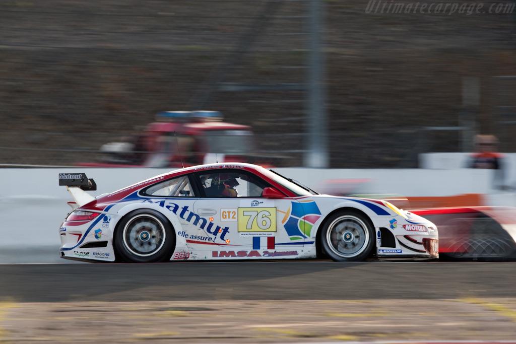 Audi flies by Porsche - Chassis: WP0ZZZ99Z9S799915   - 2009 Le Mans Series Silverstone 1000 km