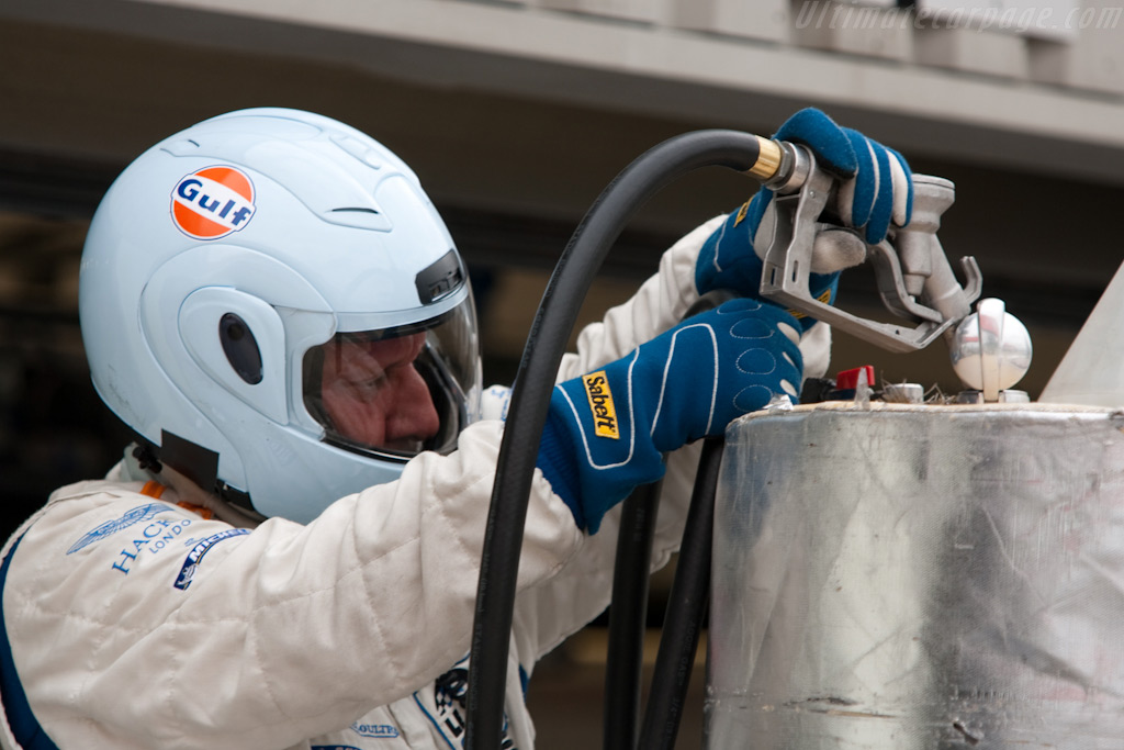 Filling up the tank    - 2009 Le Mans Series Silverstone 1000 km