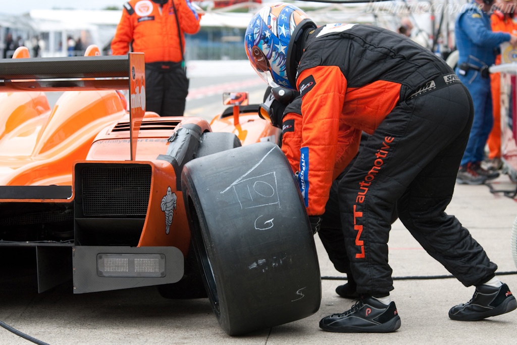 Fresh rubber - Chassis: 09S-06   - 2009 Le Mans Series Silverstone 1000 km