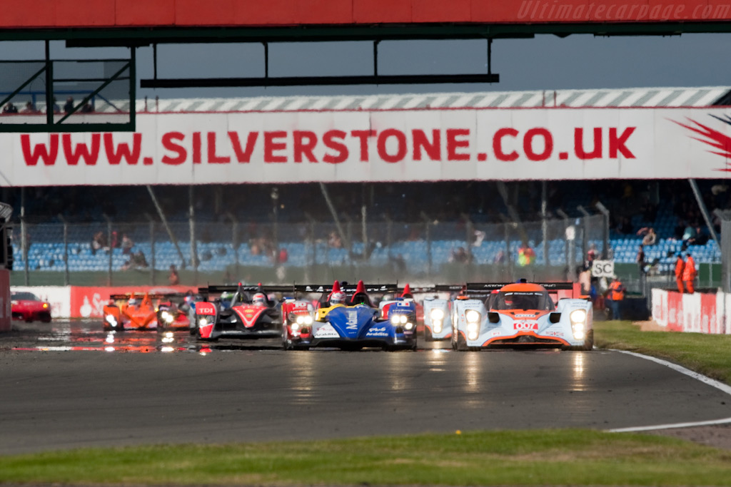 Off they go - Chassis: B0960-HU02S   - 2009 Le Mans Series Silverstone 1000 km