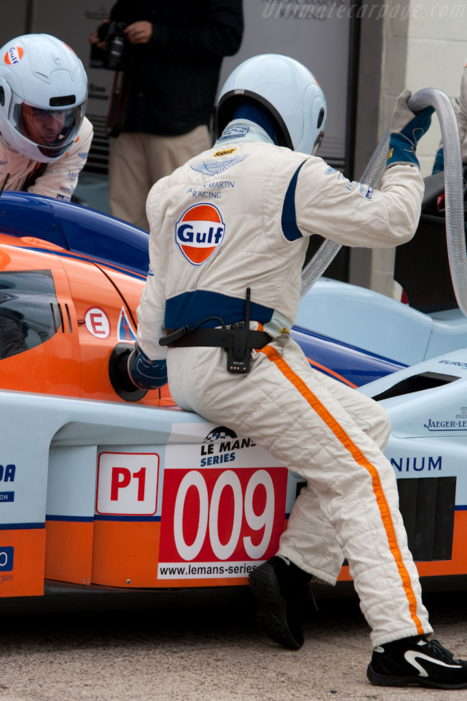 Refueling - Chassis: B0960-HU01S   - 2009 Le Mans Series Silverstone 1000 km