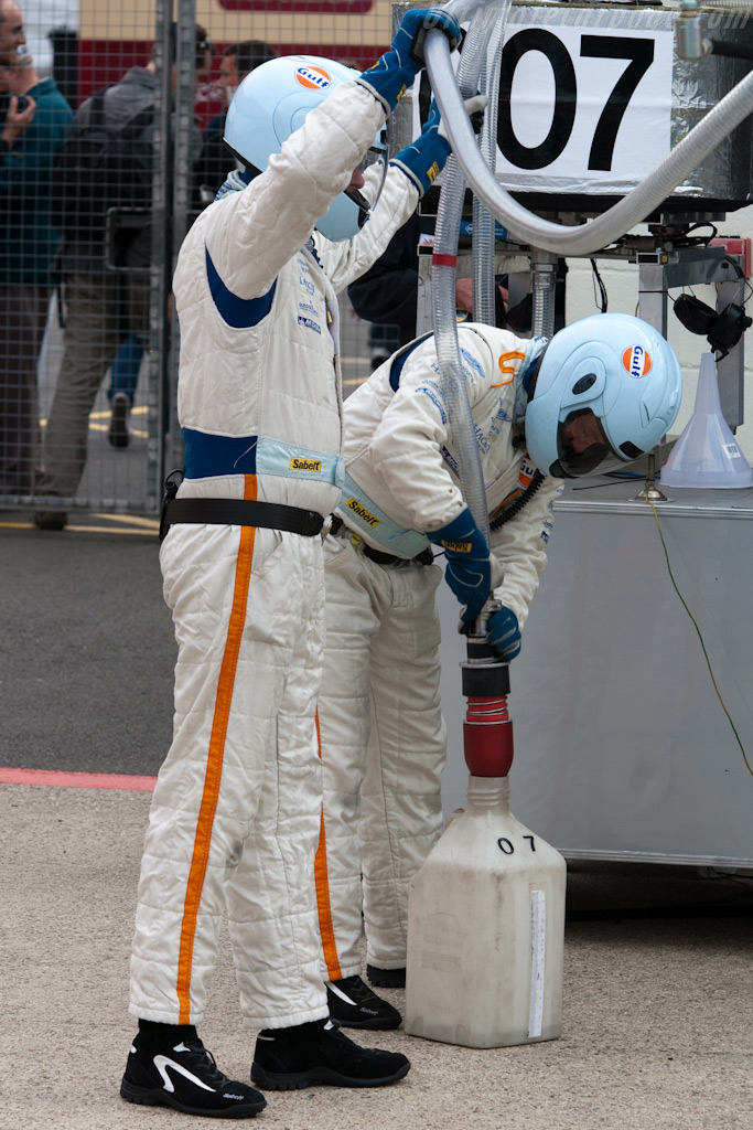 Removing left-over petrol    - 2009 Le Mans Series Silverstone 1000 km