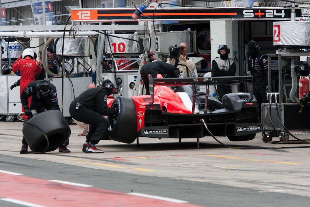 Signature Plus pit-stop - Chassis: LC70-11   - 2009 Le Mans Series Silverstone 1000 km