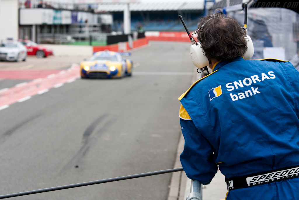 Spyker's homing beacon - Chassis: XL9AB01G37Z363190   - 2009 Le Mans Series Silverstone 1000 km