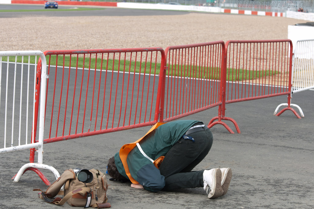 An artist at work??    - 2010 Le Mans Series Silverstone 1000 km (ILMC)
