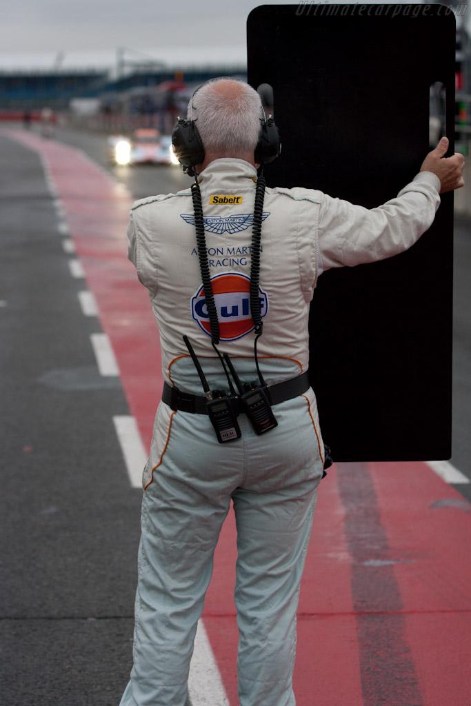 Aston Martin Racing stop    - 2010 Le Mans Series Silverstone 1000 km (ILMC)