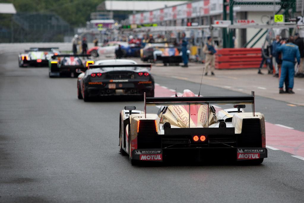 Busy pitlane - Chassis: B1060-HU01   - 2010 Le Mans Series Silverstone 1000 km (ILMC)
