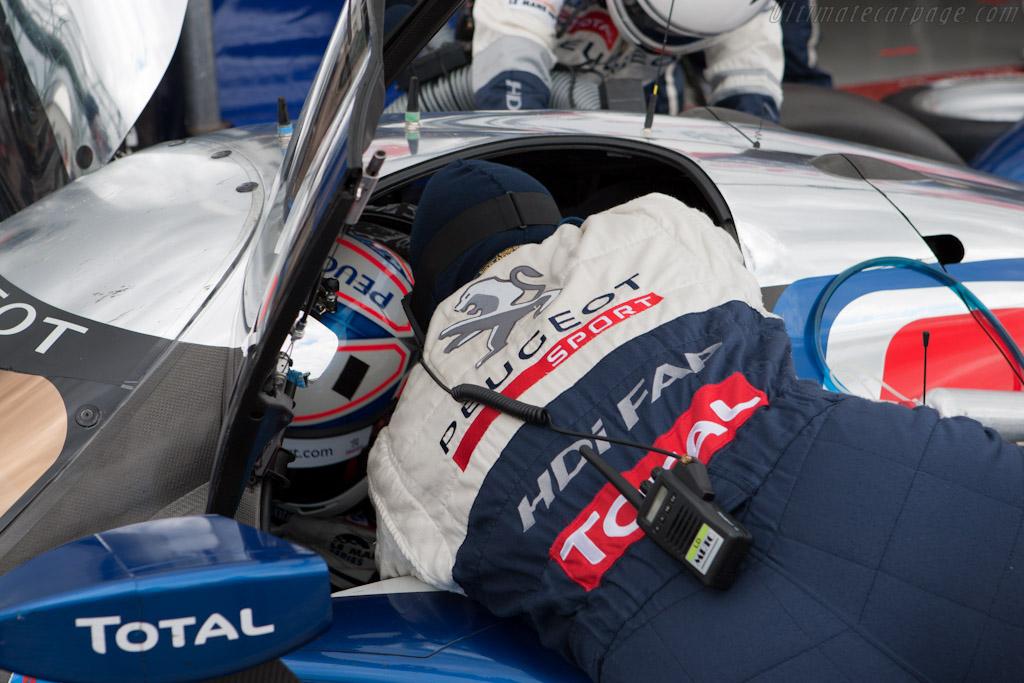 Davidson strapped in    - 2010 Le Mans Series Silverstone 1000 km (ILMC)