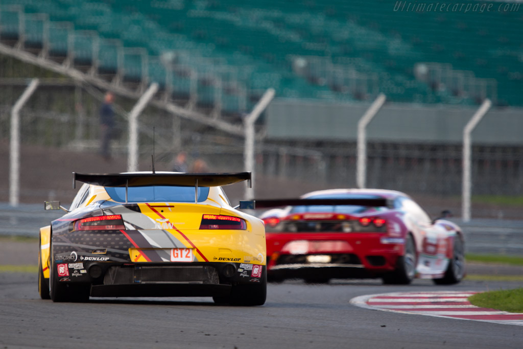 GT2 leaders - Chassis: GT2/006   - 2010 Le Mans Series Silverstone 1000 km (ILMC)