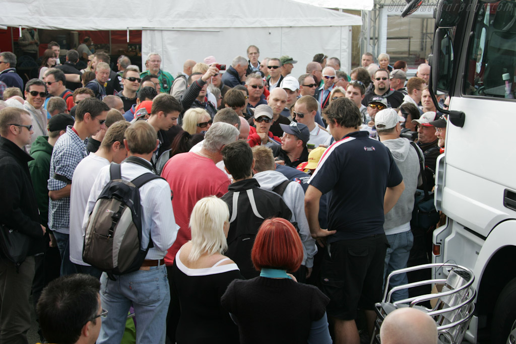 Nigel Mansell still attracts a crowd    - 2010 Le Mans Series Silverstone 1000 km (ILMC)