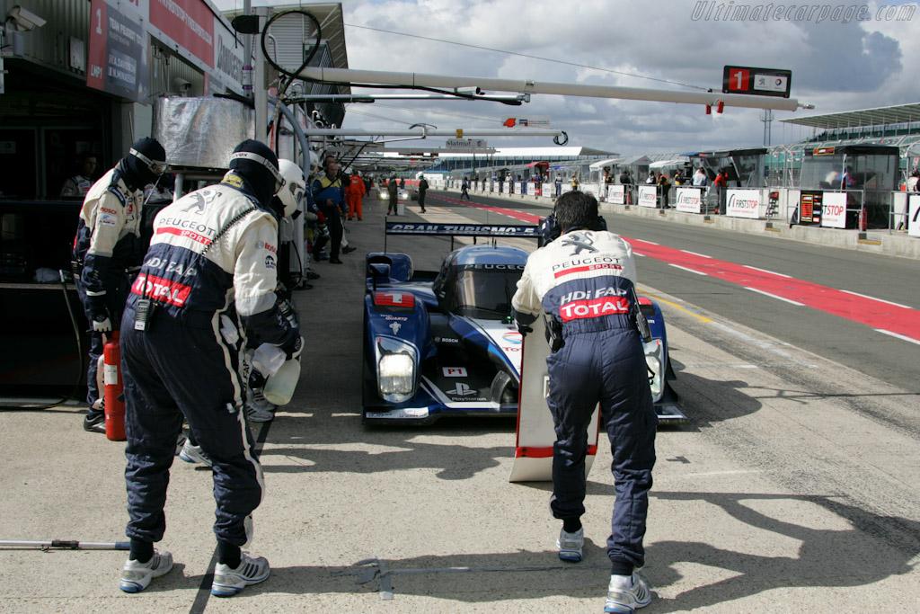 Peugeot stop    - 2010 Le Mans Series Silverstone 1000 km (ILMC)