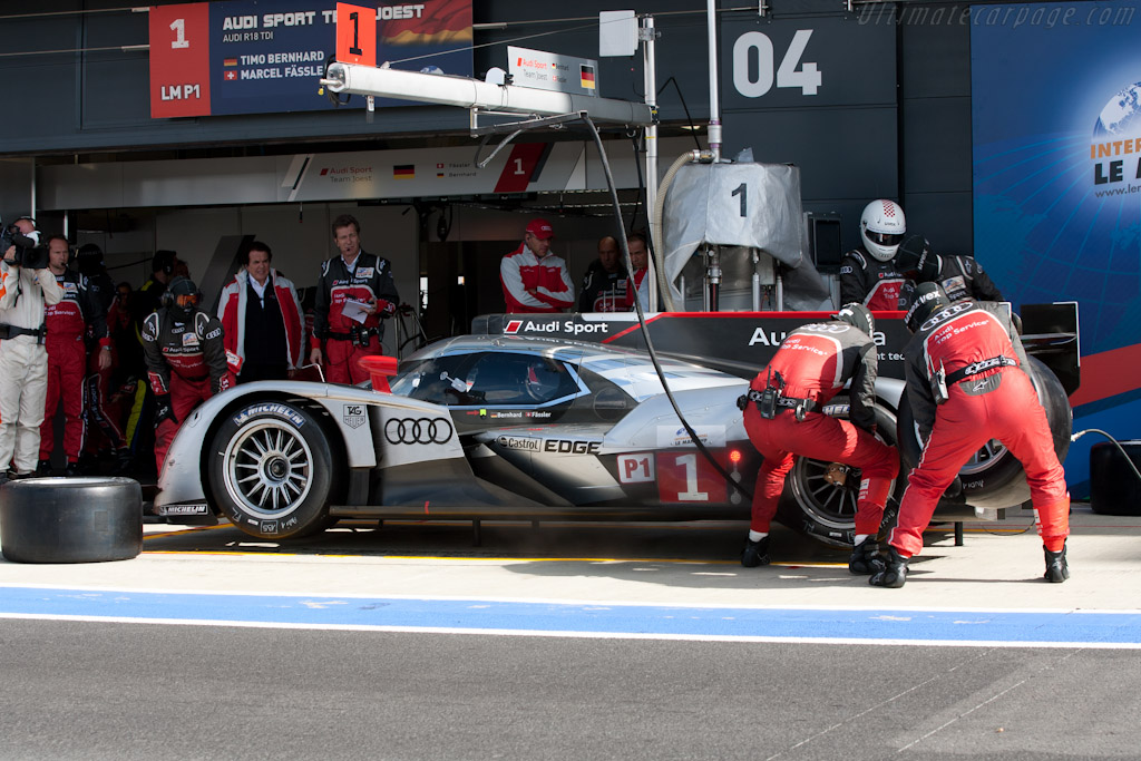 Audi stop - Chassis: 103  - 2011 Le Mans Series 6 Hours of Silverstone (ILMC)