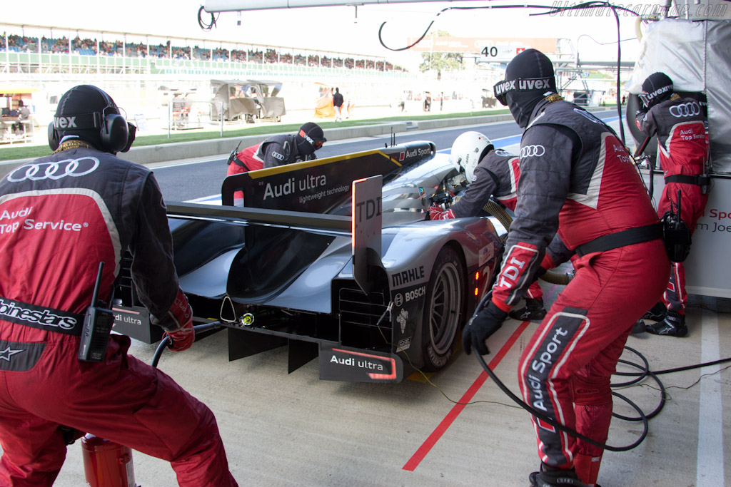 Audi stop - Chassis: 107   - 2011 Le Mans Series 6 Hours of Silverstone (ILMC)