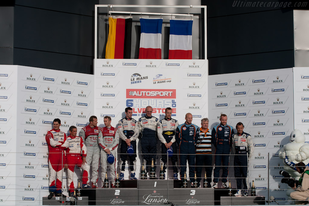 LMP1 podium    - 2011 Le Mans Series 6 Hours of Silverstone (ILMC)
