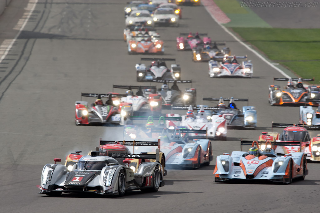 Off they go! - Chassis: 103   - 2011 Le Mans Series 6 Hours of Silverstone (ILMC)