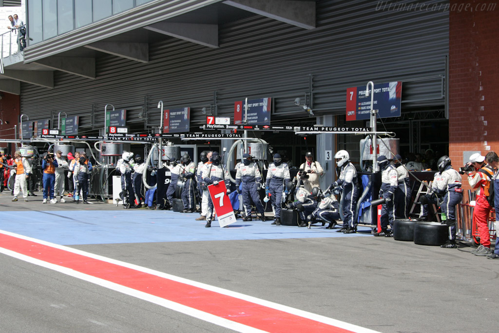 Awaiting the first stop    - 2011 Le Mans Series Spa 1000 km (ILMC)