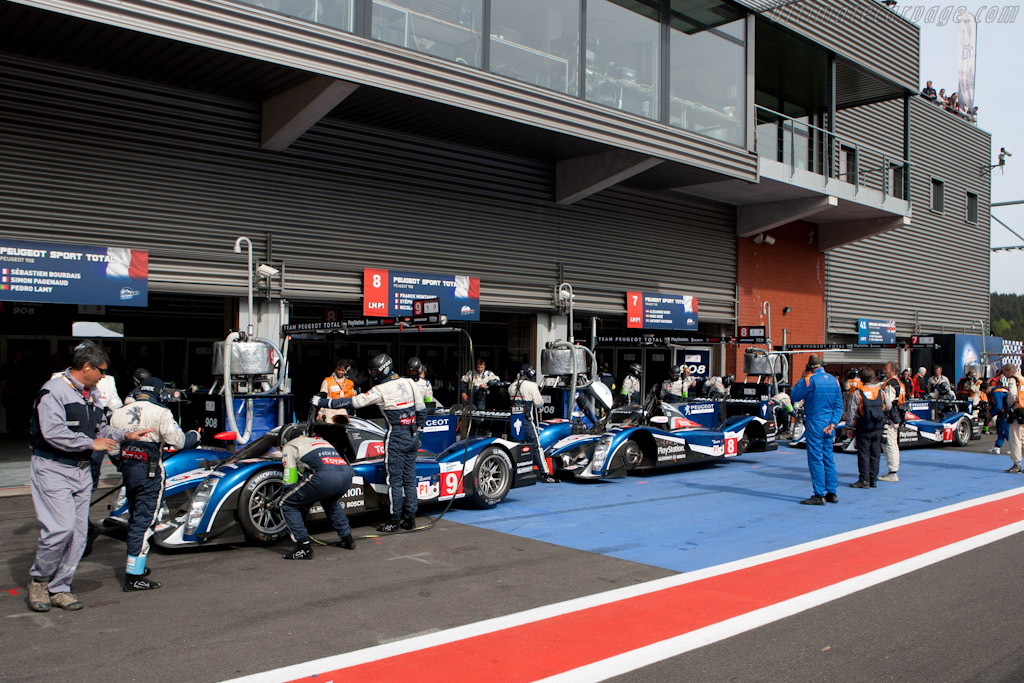 Peugeot waiting in vain for qualifying to resume - Chassis: 908-03   - 2011 Le Mans Series Spa 1000 km (ILMC)