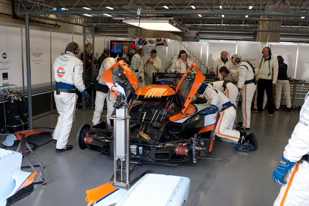 Trouble at Aston Martin Racing - Chassis: B0960-HU02   - 2009 Le Mans Series Spa 1000 km