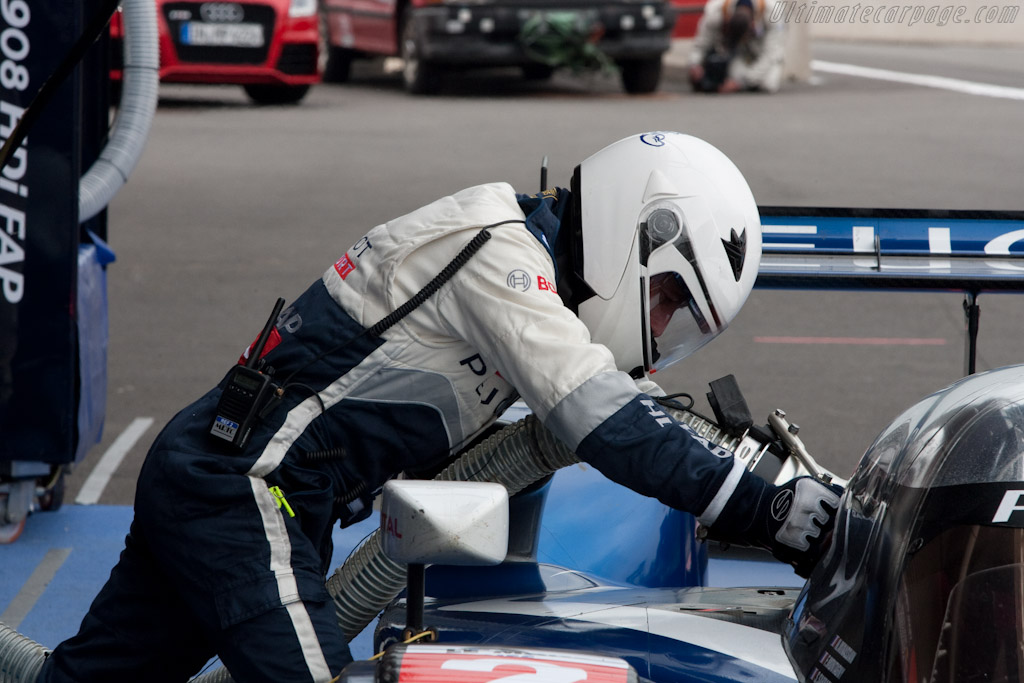 Filling up the car - Chassis: 908-07   - 2010 Le Mans Series Spa 1000 km