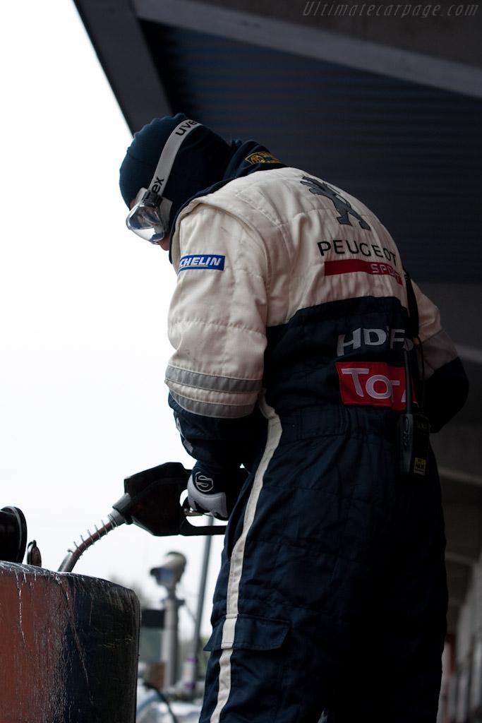 Filling up the filler   - 2010 Le Mans Series Spa 1000 km