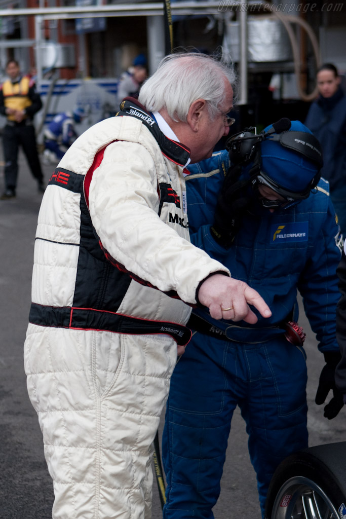 Porsche legend Norbert Singer gives instructions    - 2010 Le Mans Series Spa 1000 km