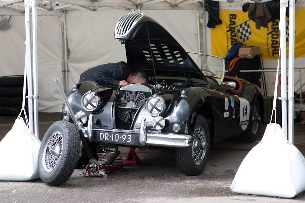 Final preparations    - 2011 Spa Classic