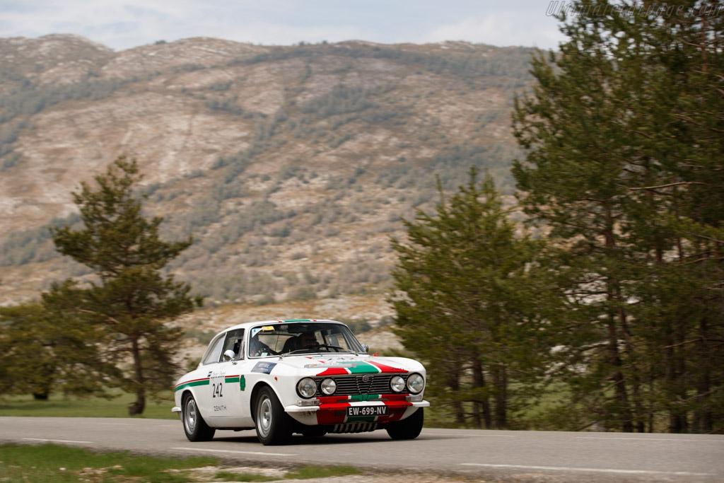 Alfa Romeo 2000 GTV  - Driver: Pierre Novikoff / Matthieu Lamoure  - 2018 Tour Auto